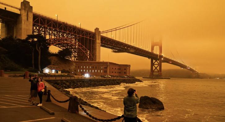 Smoke+envelopes+the+Golden+Gate+Bridge+in+San+Francisco%2C+CA