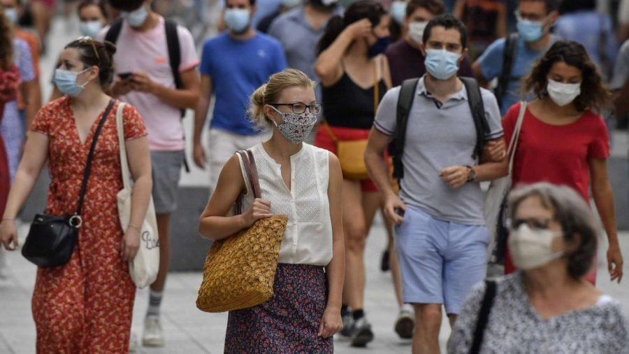 A crowd of people wearing masks to protect themselves and others from contracting Covid-19