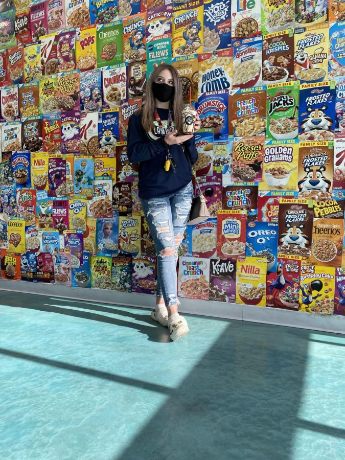 Image+of+Elizabeth+Stephenson+with+her+milkshake+